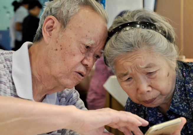 """全球老龄化浪潮下中国科技公司正瞄准""""银色经济"""""""